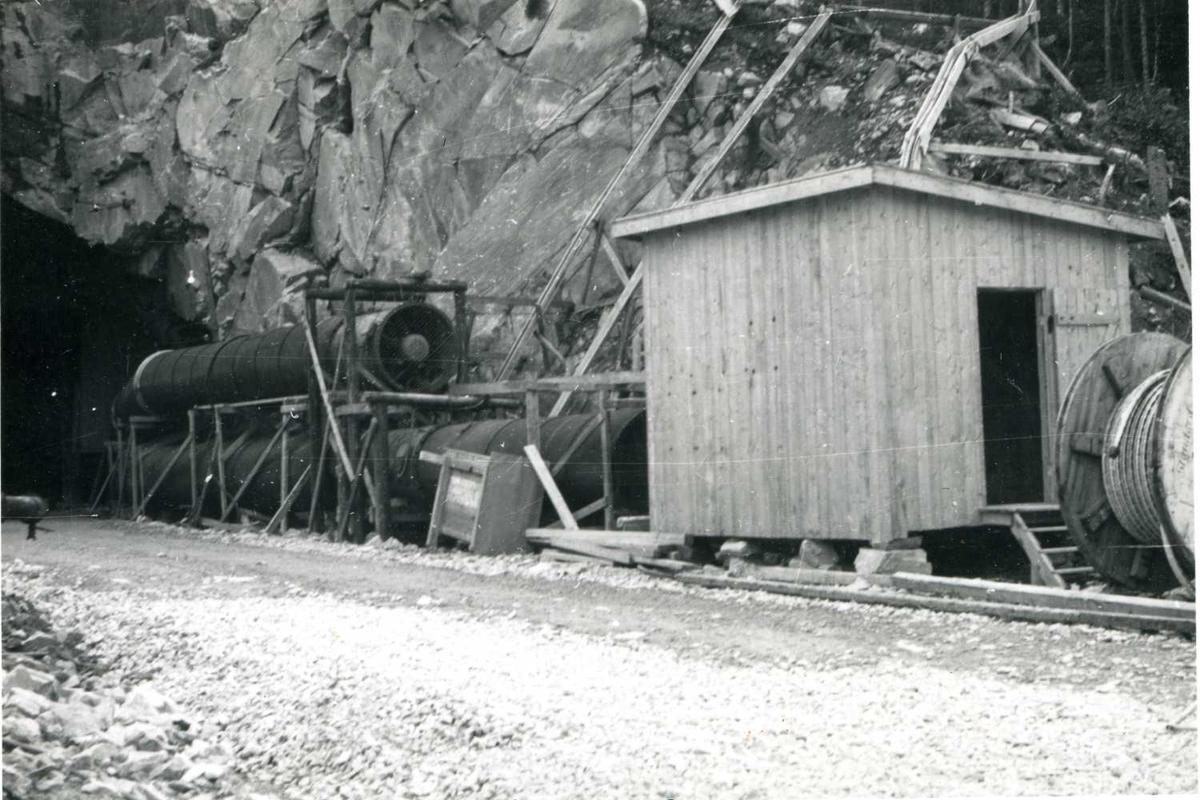 Ventilasjonsrør med vifte Rogdeli    Juni-58.tif