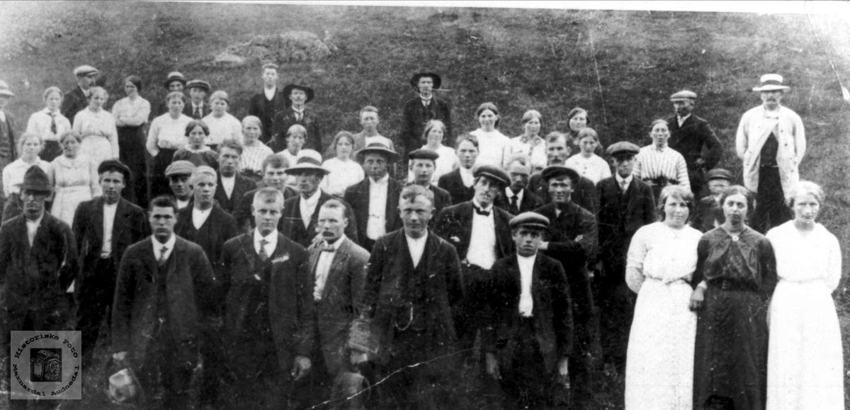 Bjelland ungdomslag på tur til Eldhusdalen i 1916