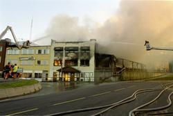 Bybrann i Hønefoss2001  hvor deler av øverte del av Stabells