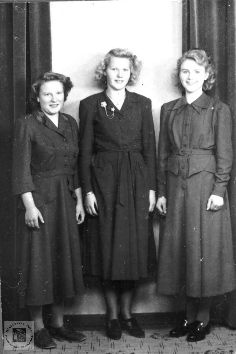 3 jenter i 2. dagskjoler (etter konfirmasjonen).