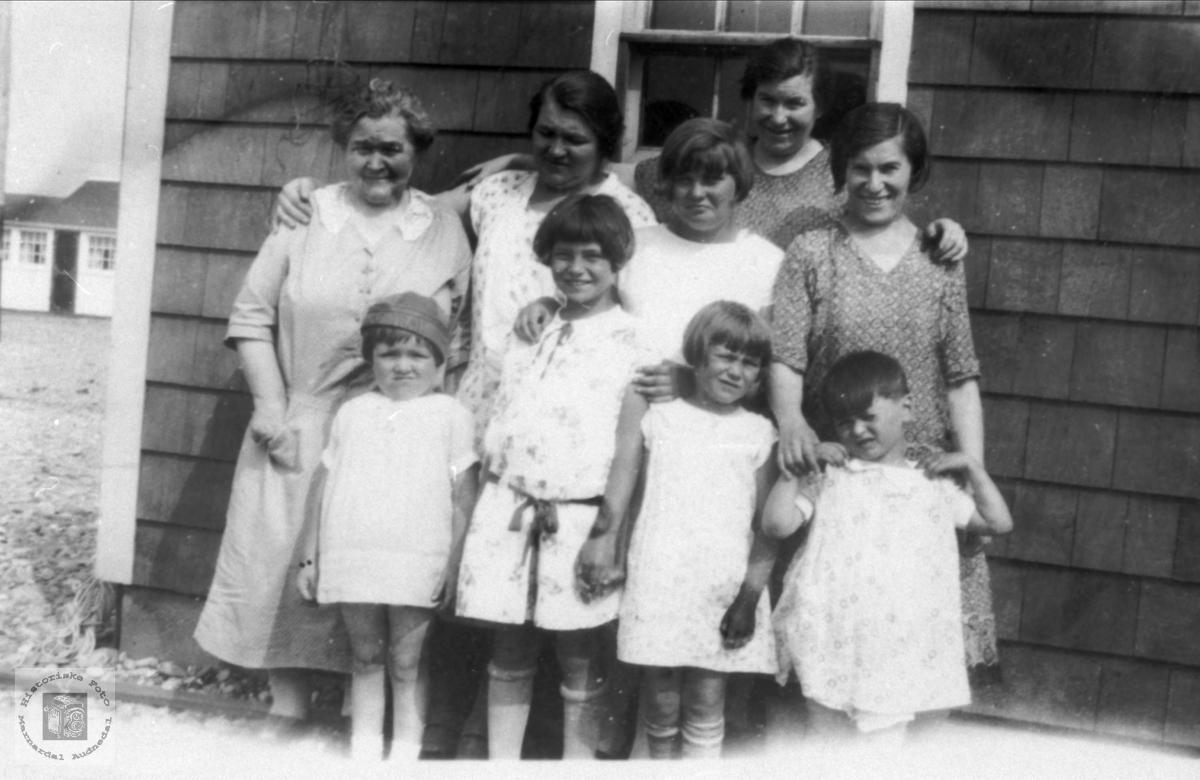 Søstre frå Foss, med barn i USA.
