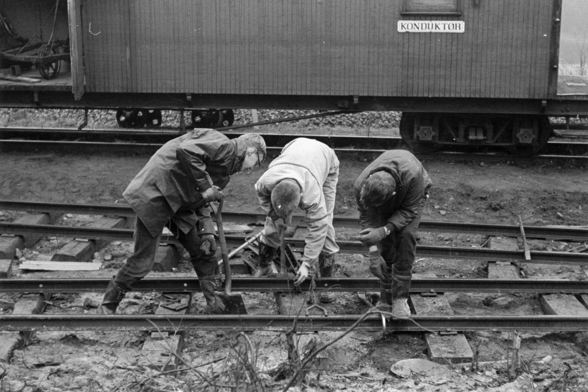 Bygging av sporveksel til sporet til den nybygde lokomotivstallen på Bingsfoss stasjon