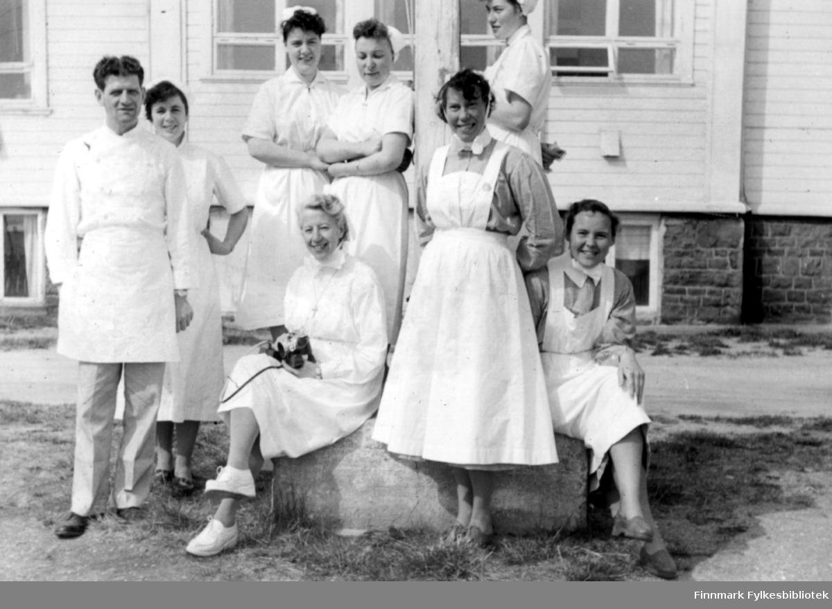 Utenfor Vadsø sykehus, på slutten av 1950 tallet