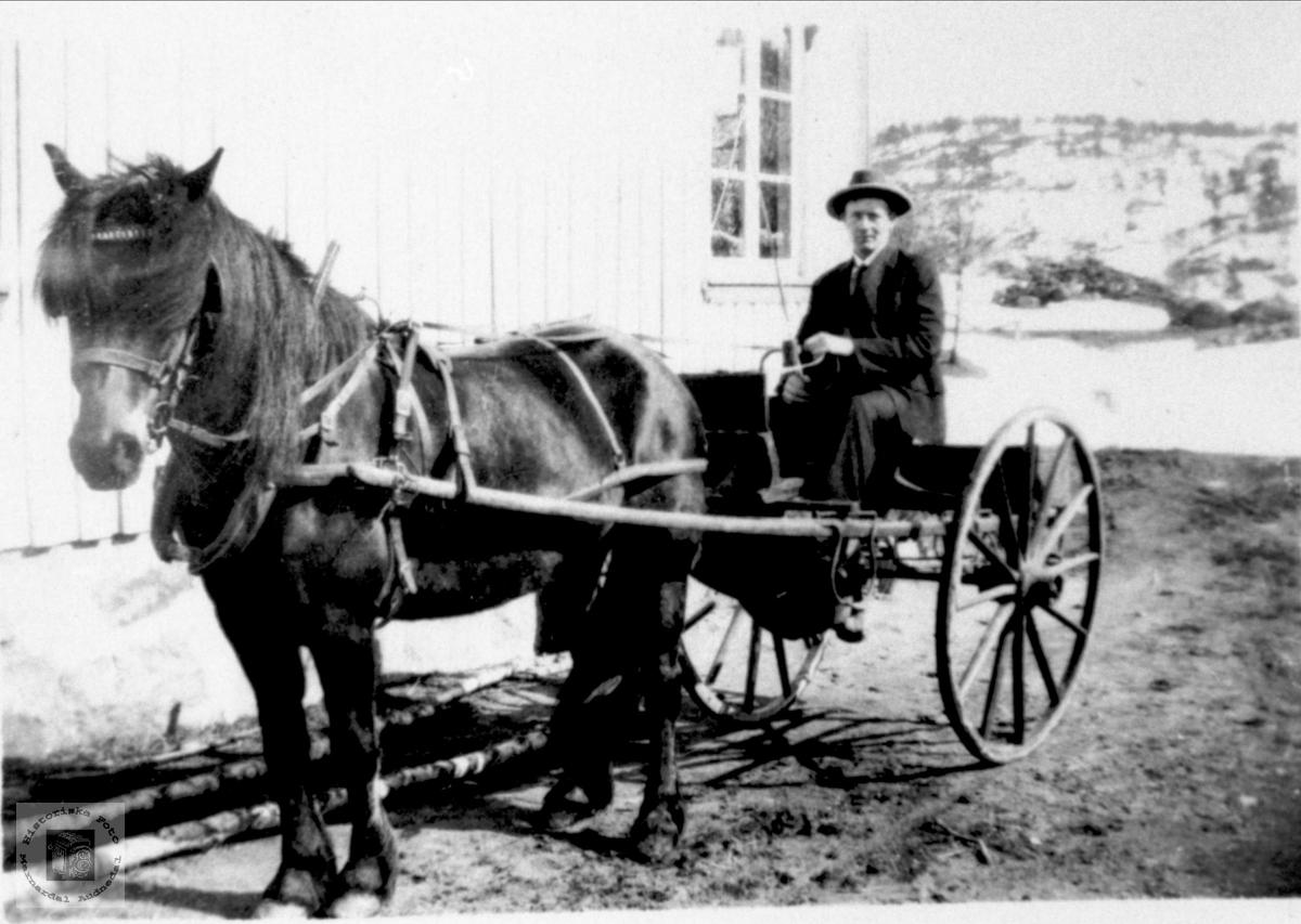 Otto Birkeland med kjøretøyet sitt.