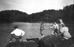 Laudalsungdom på fisketur.
