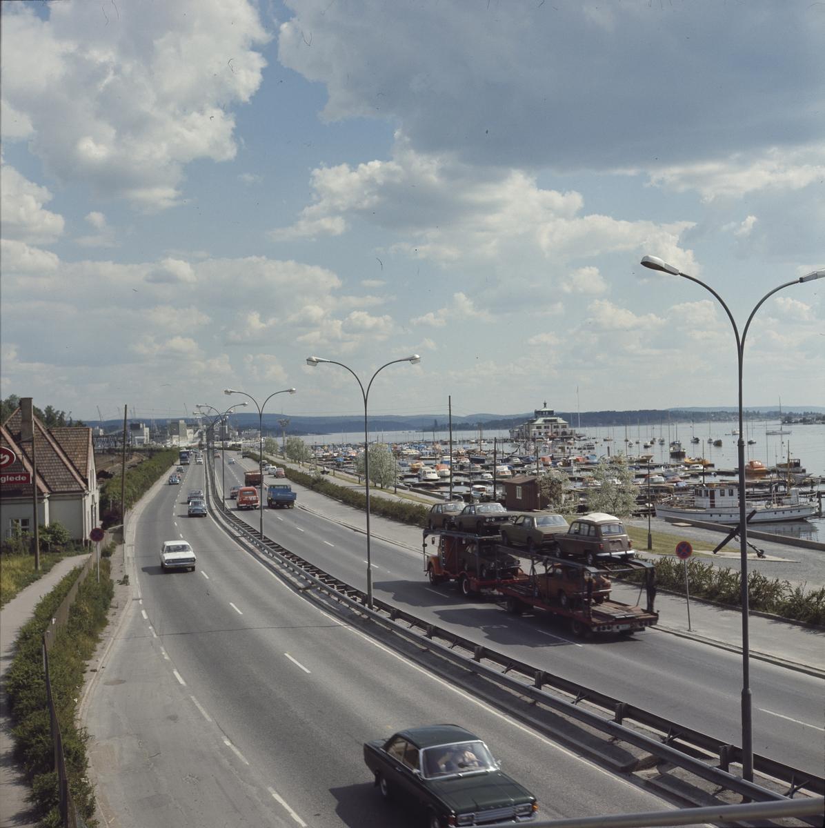 Trafikk på Drammensveien ved Frognerkilen, sommeren 1974.