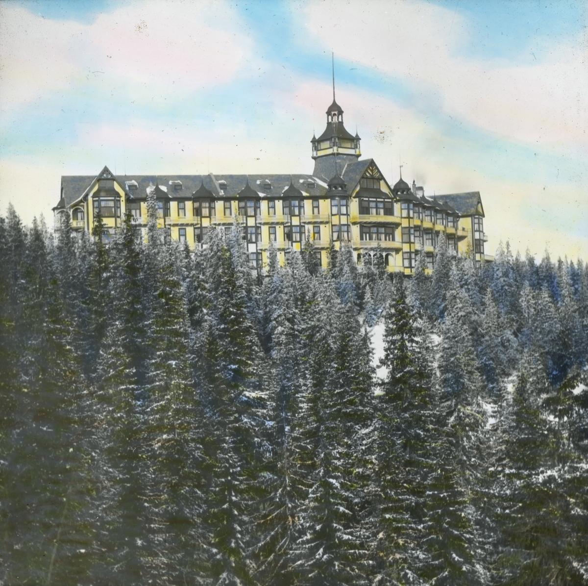 Håndkolorert dias. Voksenkollen sanatorium vinteren 1902.