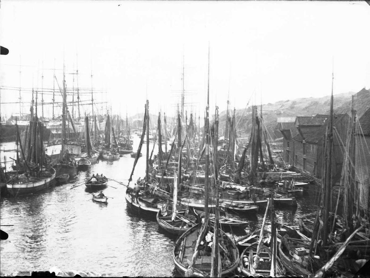 Seilskip - småfartøy - sjøhus - havn