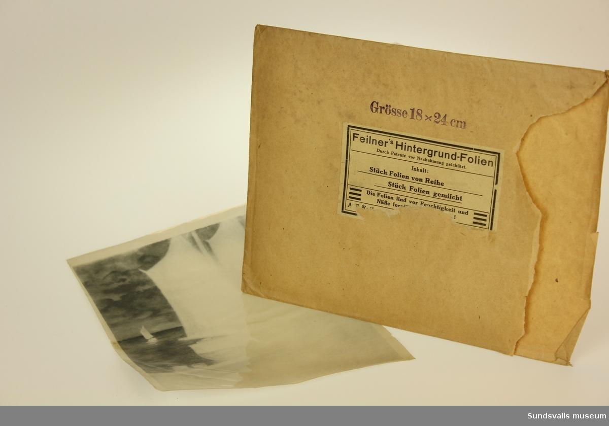 Kuvert innehållande 9 stora och 3 stycken små plastfoliebakgrunder.