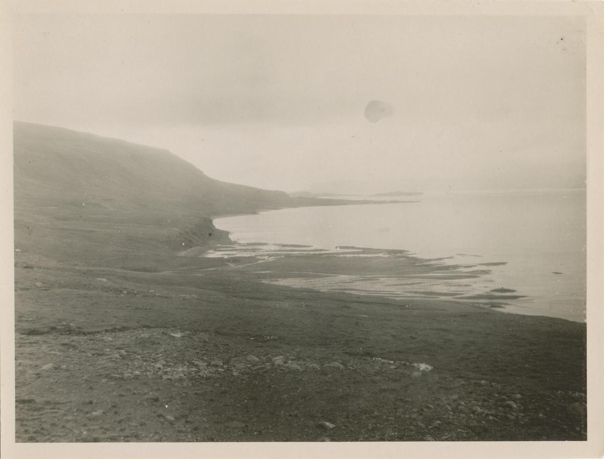 Landskapsmotiv fra sjøkanten på Grønland