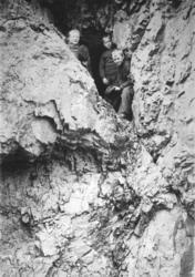 Trifanshulen ved Elvenes. Fotografert ca.1900 av Ellisif Wes