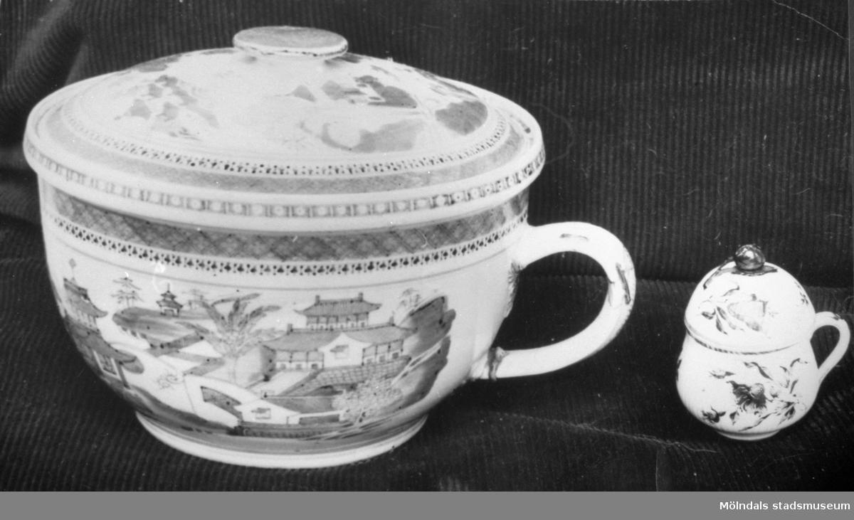 Potta med lock och cremekopp med lock av kinesiskt porslin. Gunnebo slott 1930-tal.