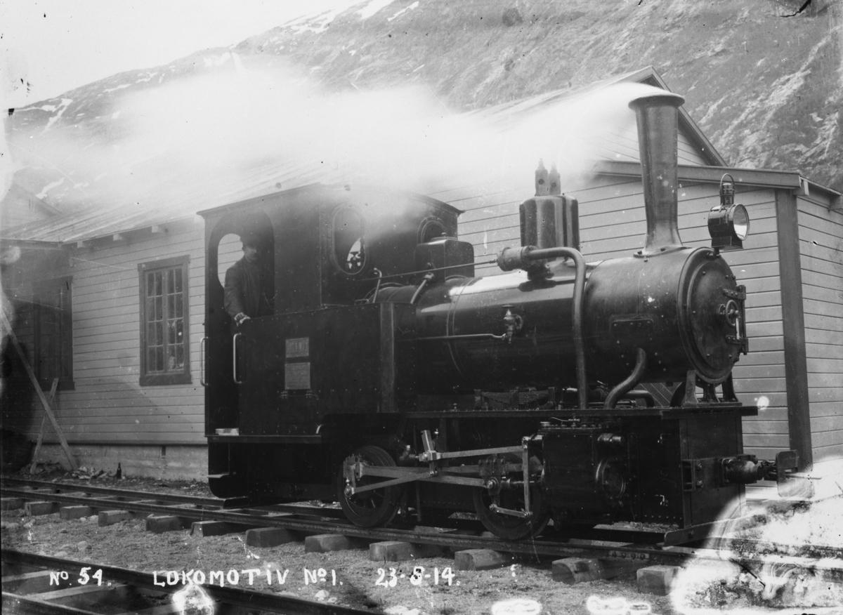 Prøvekjøring av Aurabanens lokomotiv nr. 1.  Billedtekst: No 54 Lokomotiv no. 1 23-5-14.