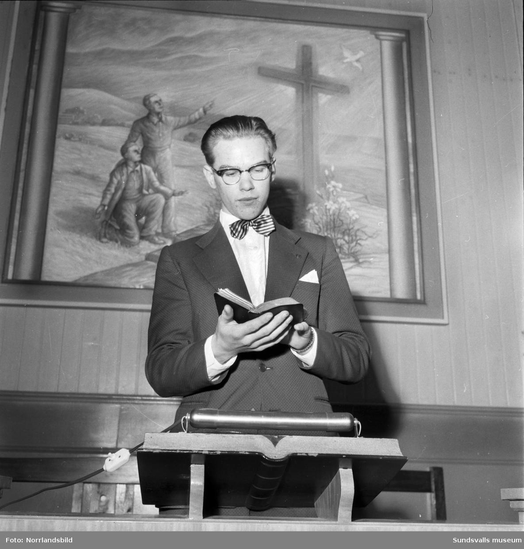 Bert Öberg, 16-årig pastor, predikar på Elimkapellet i Bredbyn, Njurunda.