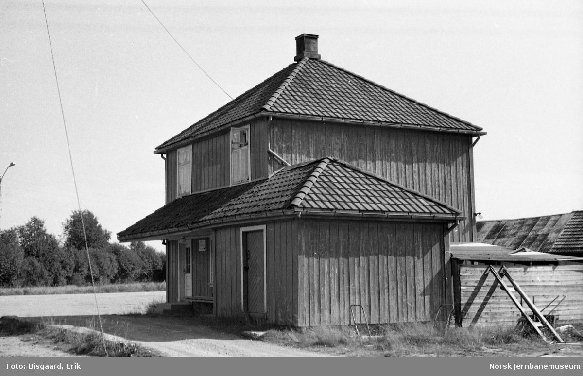 Finstadbru stasjonsbygning