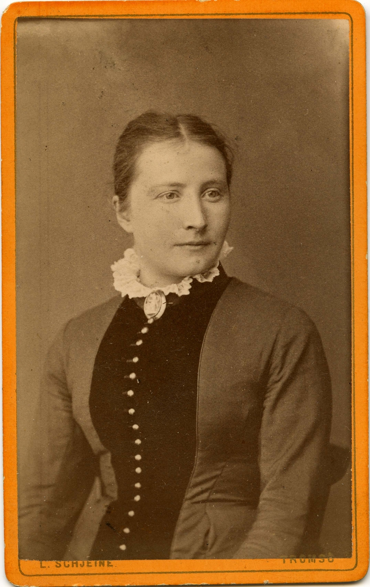 Ukjent kvinne. Bilde tatt en gang i løpet av siste halvdel av 1800-tallet.