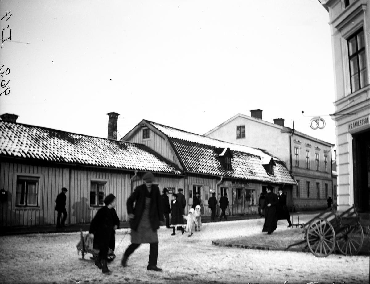 Lilla torget (Hökartorget) med Hofgrens gård. Fotograf: E. Sörman Fotokopia finns