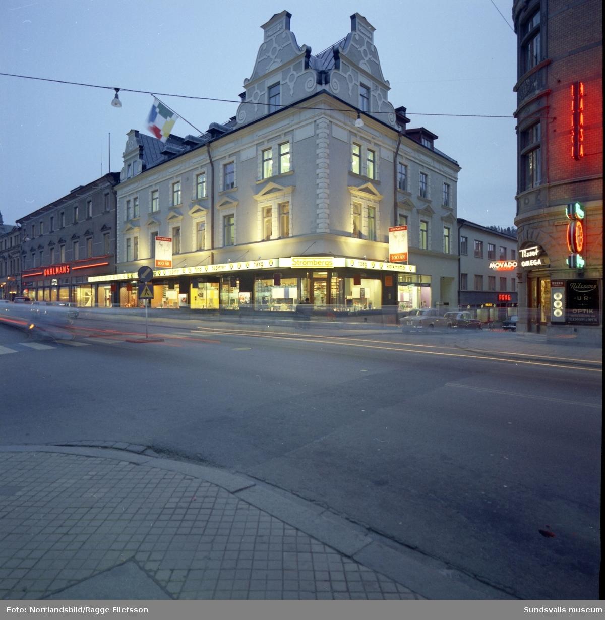 Exteriörbilder av hundraårsjubilerande Strömbergs Färhandel.