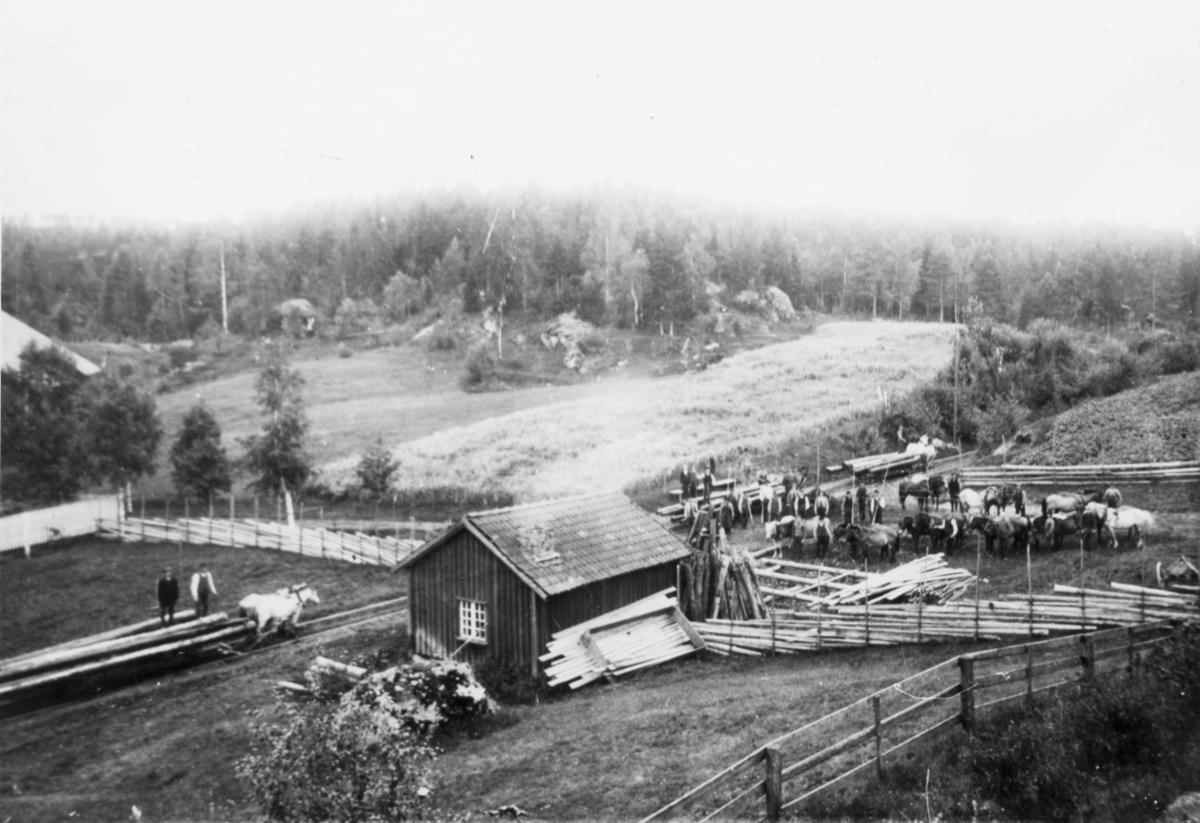 Fra Grasmobanen.  Grasmobanen eller Sootbanen var en hestejernbane som lå i Aurskog-Høland kommune] Jernbanen ble bygd på grunneiendommen (gården) Grasmo, derav navnet Grasmobanen.