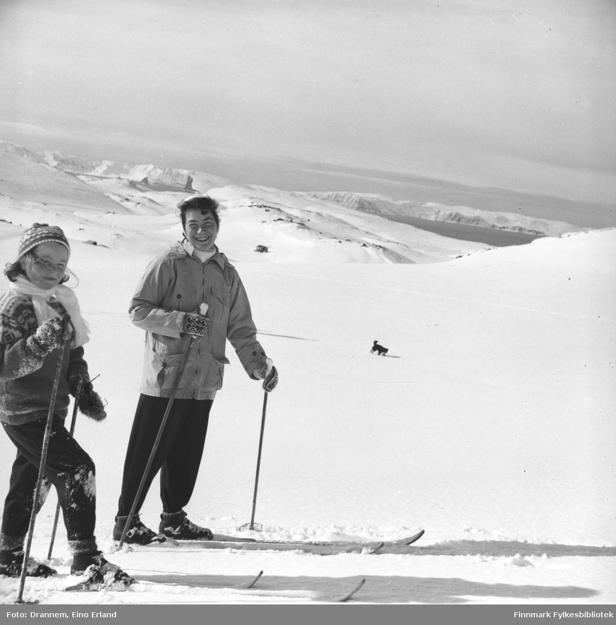 Påsketid. Turid Lillian og Jenny på ski