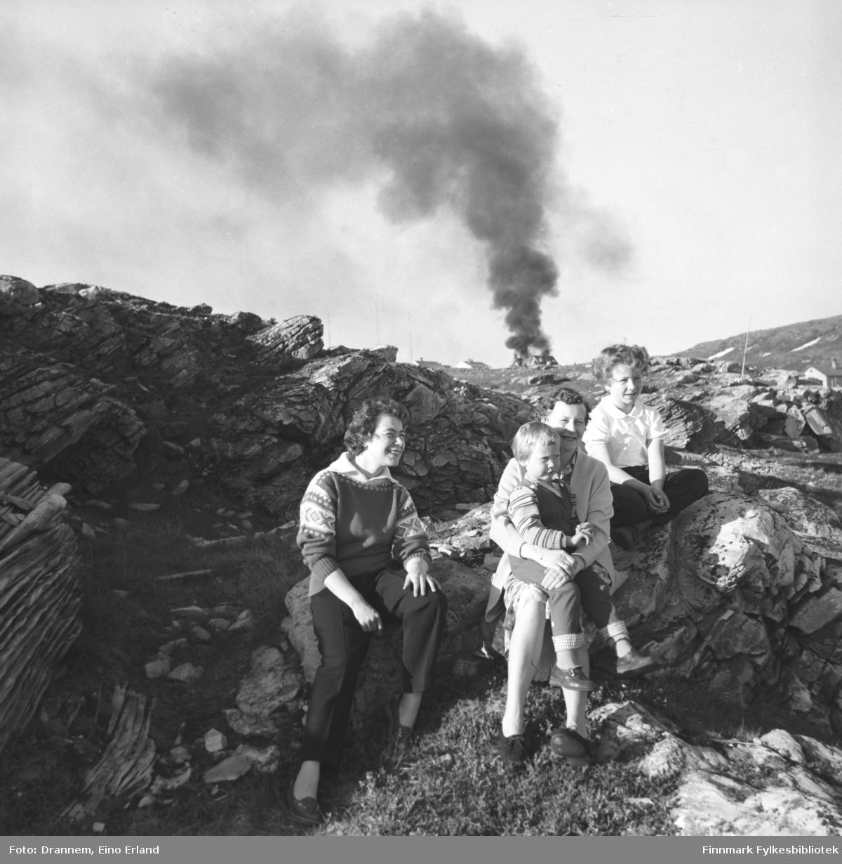 St. Hansfeiring i Hammerfest. På bildet fra venstre Jenny Drannem, Reidun (mor) og Grete (datter) Sørensen og Turid Lillian