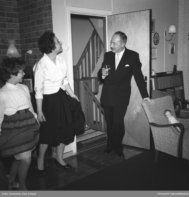 Selskapet med en god porsjon humor. Turid Lillian med sin mor Jenny Drannem og Olav Sørensen