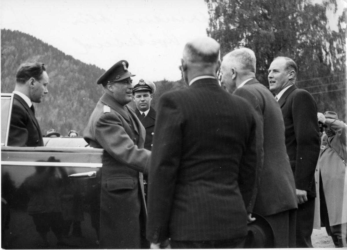 Kronprins Olav vert teken imot i Kviteseid, 1956