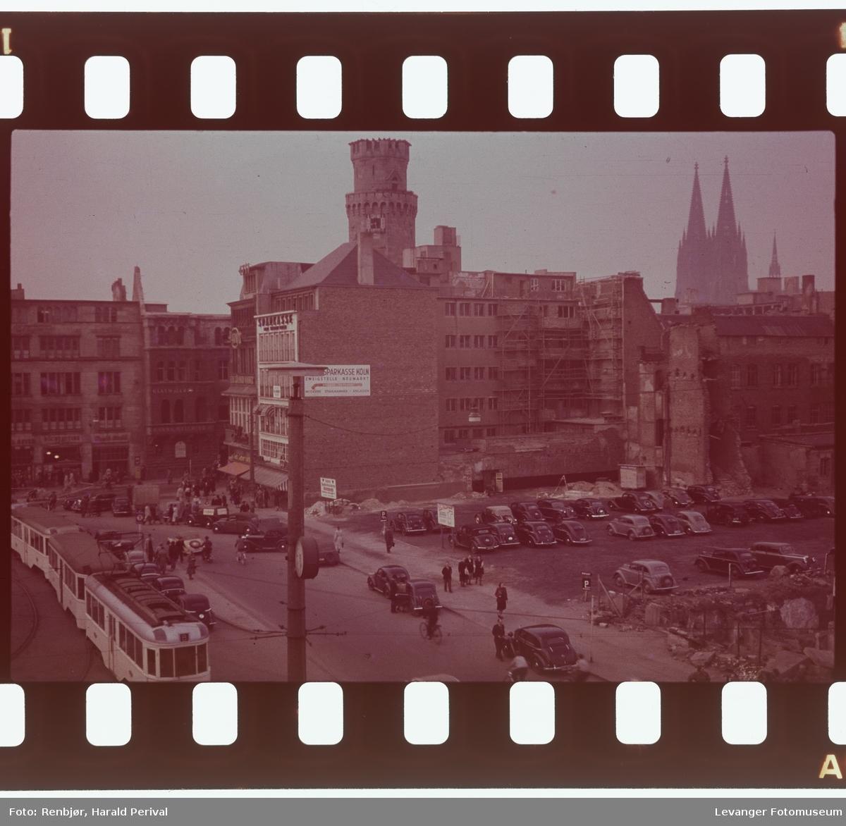 Fra Tyskland i forbindelse med deltakingen på den årlige Fotomessen i Køln.. En by  under gjenoppbygging etter 2.verdenskrig.