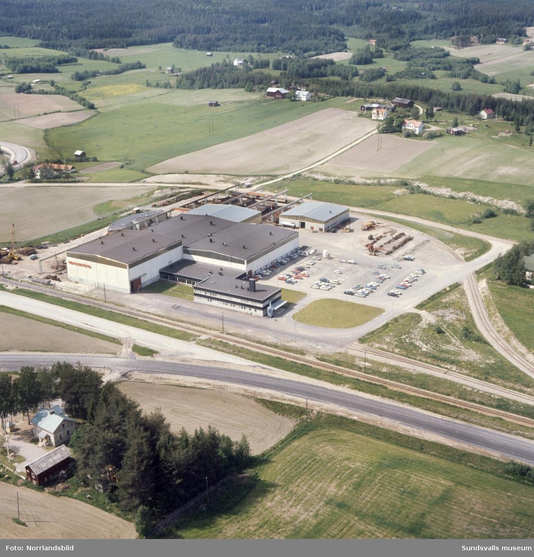 Flygfoton över Mohögs mekaniska verkstad i Töva.