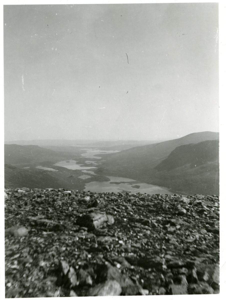 Utsiktsbilde fra Gilafjellet mot Helin og Movatn. Storefjorden midt i bildet.