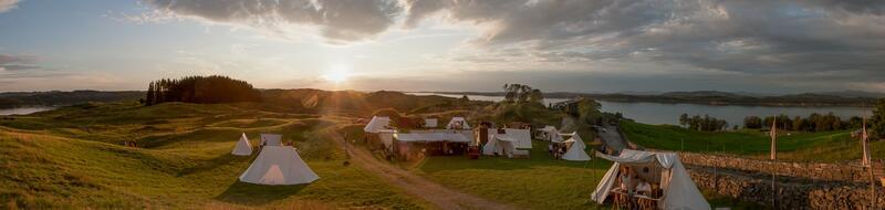 vikingleir på Lygra i solnedgang (Foto/Photo)