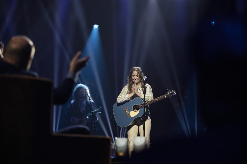 Malin Pettersen begeistret Jonas Fjeld med sitt musikalske bidrag. Foto: Geir Mogen / Rockheim (Foto/Photo)