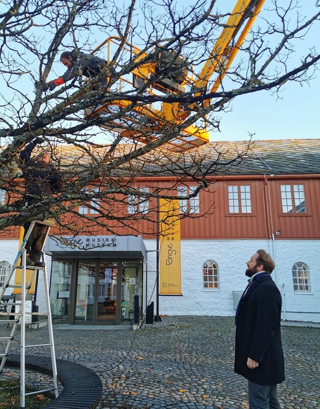 Julelysene må på plass på Ringve, under den nye museumsdirektørens skarpe overvåkning. Foto: Ringve Musikkmuseum (Foto/Photo)
