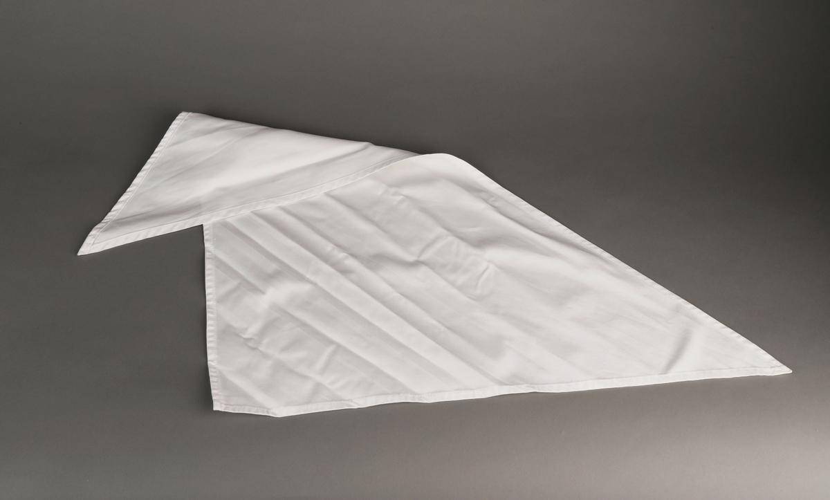 Kokkeuniform, hvit. Bestående av jakke, lue og tørkle