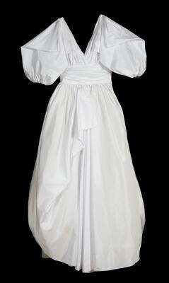 Brudekjole fra 80-tallet. Foto/Photo