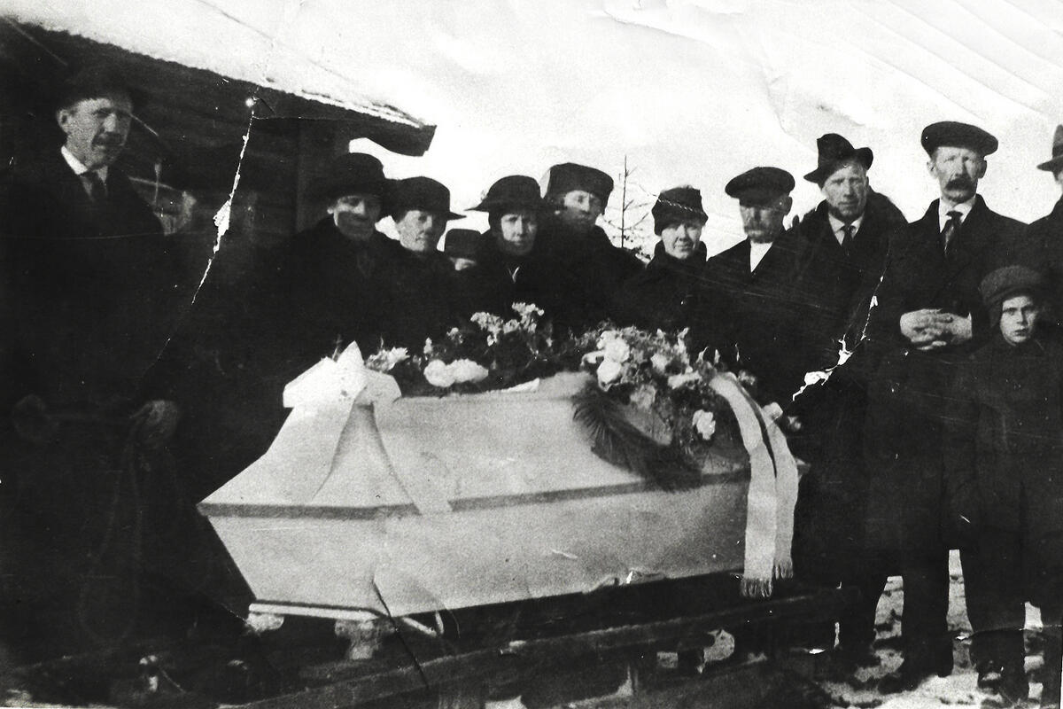 Rovelstad, begravelse (Foto/Photo)