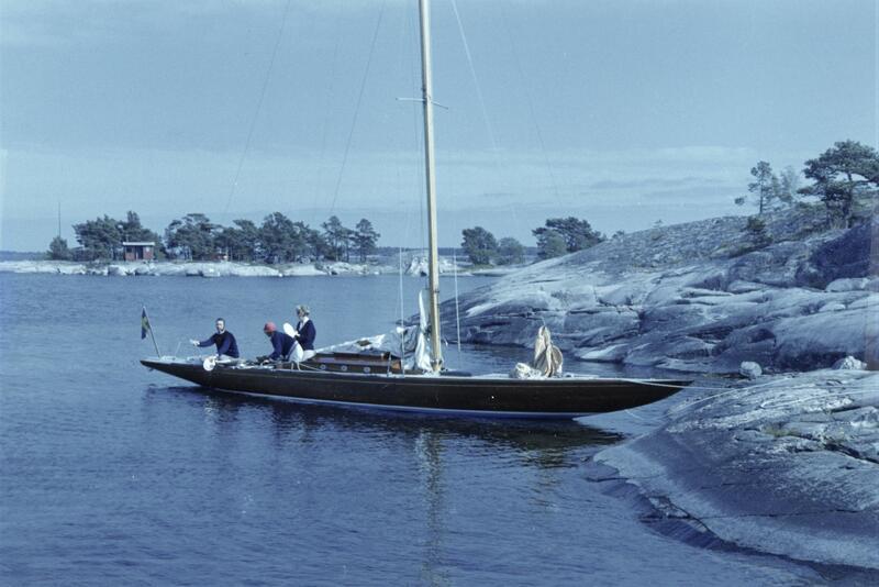 I mange år seilte Sally III under navnet Måsungen i Sverige. Her ser vi henne i den svenske skjærgården på 1970-tallet. (Foto/Photo)