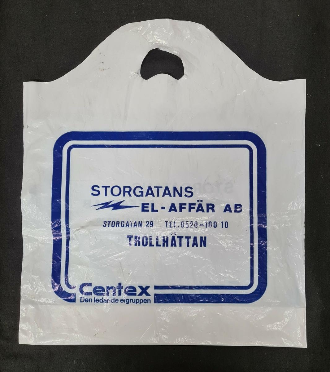 Plastkasse, vit, med logga från Storgatans el-affär i Trollhättan.   På kassen står: Storgatans el-affär ab Storgatan 29 Tel. 0520-10010 Trolhättan  Centex Den ledande elgruppen
