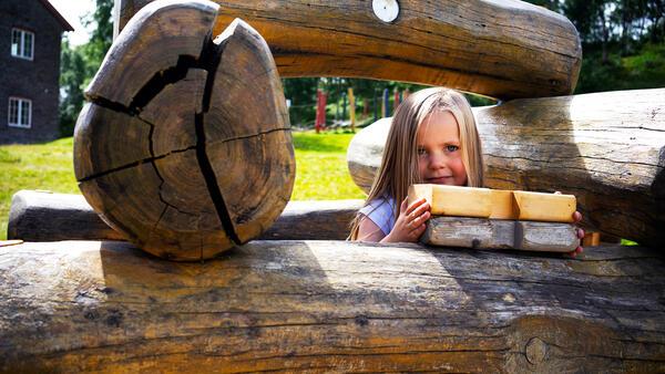 Doktortjønna - jente lafter. Foto/Photo