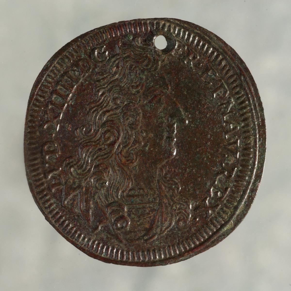 Mynt av mässing. Räknepenning. Johann Konrad Hoger (1705-1743). Nürnberg, Tyskland. Perforerad.