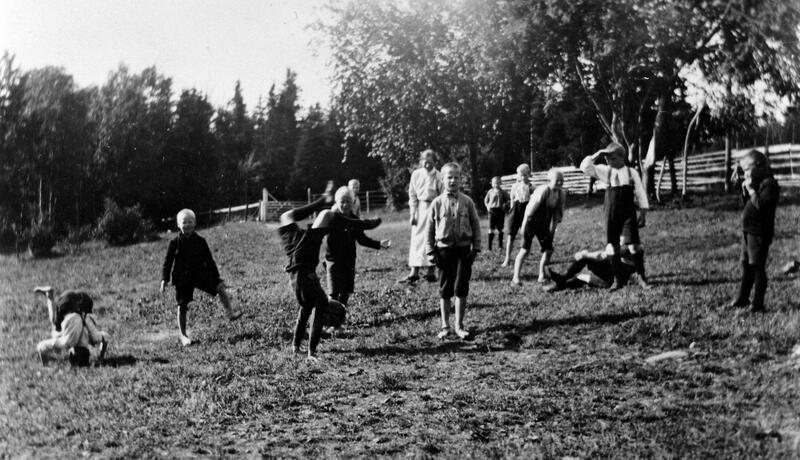 Gutter som leker, Borgen feriekoloni, Ringsaker, 1946. Foto: Anno Domkirkeodden. (Foto/Photo)