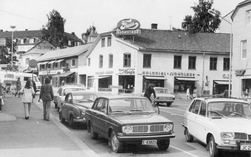 Krysset Hunnsveien- Storgata, Gjøvik, 1970-tallet. Foto: Mjøsmuseet. (Foto/Photo)