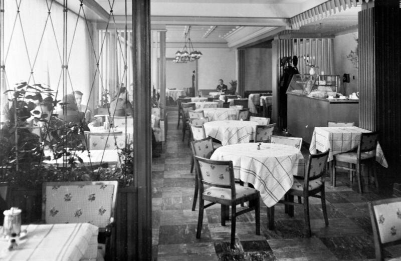 Hotell Astoria, Hamar, 1955. Foto: Normanns kunstforlag AS/Anno Domkirkeodden. (Foto/Photo)