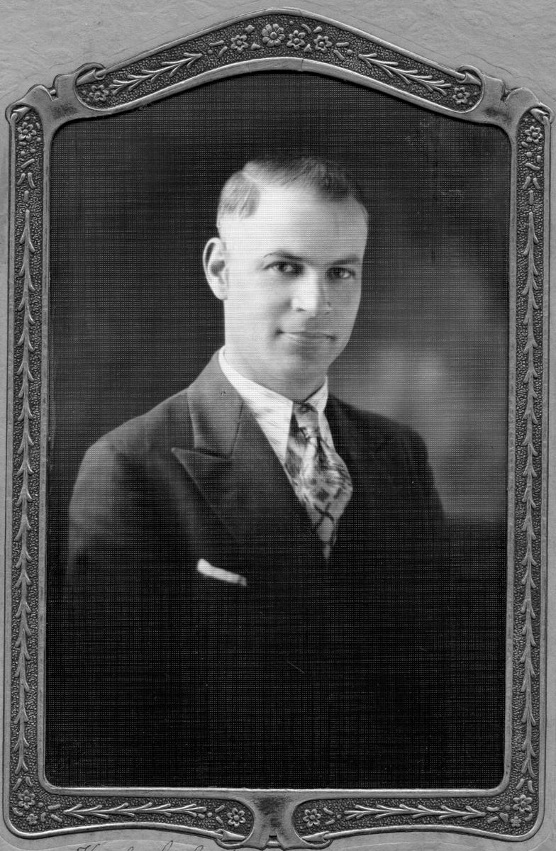 Siggebohyttans bergsmansgård.  Helge Andersson (född 5 november 1893 - ), Karl Axel Anderssons son.