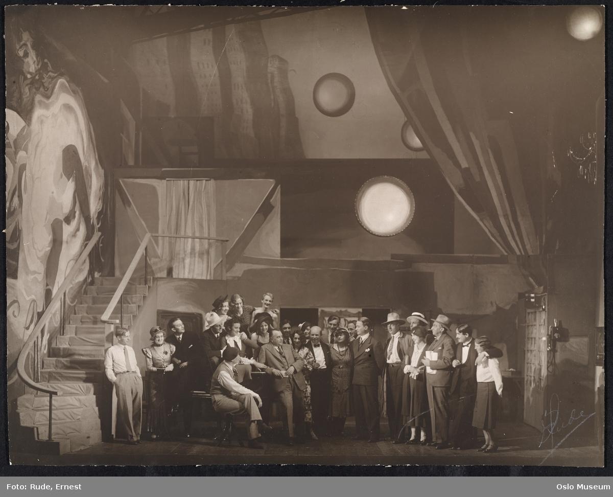 Det Nye Teater, forestilling, scenebilde, kvinner, menn, skuespillere