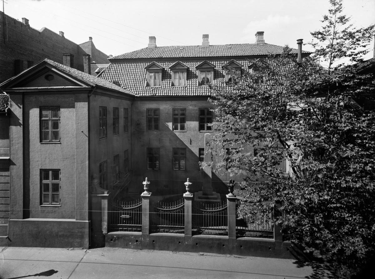 Bygning på hjørnet Dronningens gate og Tollbugata i Oslo.