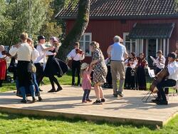 Svartskog spellemannslag spiller opp til dans (Foto/Photo)