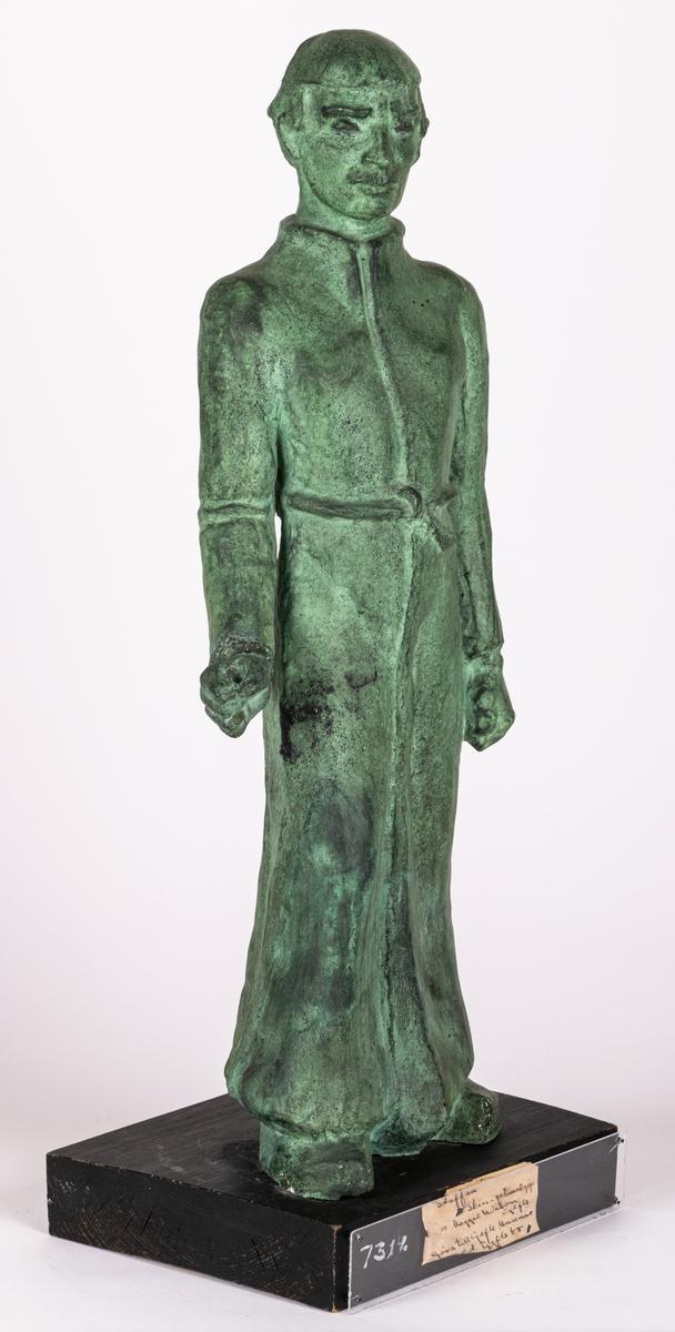 """Skulptur patinerad gips, """"skiss till Staffansmonument"""" av Maggie Wibom."""