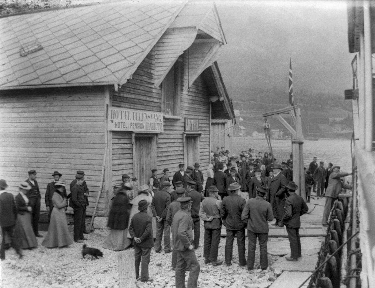 Fotografi av Bjørnstjerne Bjørnson besøker Ullensvang, 1904. Lofthus, Ullensvang, Hordaland. Fotograf: Torstein Lofthus.
