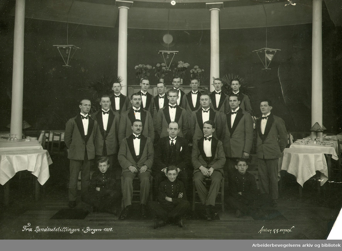 Kelnere. Servitører. Landsutstillingen i Bergen 1928.